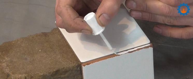 Geglazuurde tegel repareren? Emaille reparatie tip!